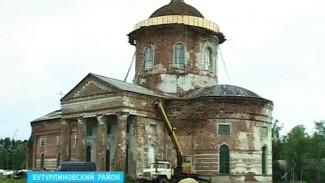 В Бутурлиновском районе жители села сами восстанавливают уникальный храм