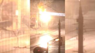 Воронежцы сняли мощную огненную вспышку на проводах над Московским проспектом