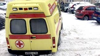 Воронежские врачи прокомментировали видео с застрявшей в снегу скорой