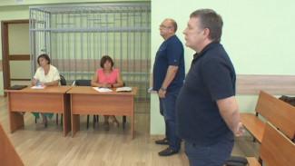 В Воронеже экс-футболисты «Факела» избежали тюрьмы за аферу на 2,5 млн рублей