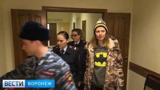 «В надежде вернуть отца». Воронежская семья рассказала, как отдала экстрасенсу 24 млн рублей