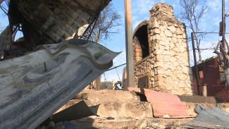 Владелец сгоревшего дома в посёлке под Воронежем отверг версию очевидцев о причине пожара