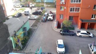 Воронежцы сообщили об эвакуации машин из двора многоэтажки