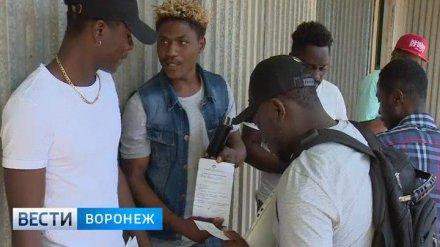 Опасаясь уголовного дела, проректор воронежского вуза вернул деньги и паспорта 13 африканцам