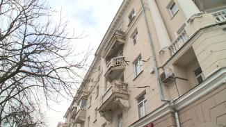 Рухнувшая колонна и стальной лист вместо балюстрады. Как Воронеж теряет старые дома