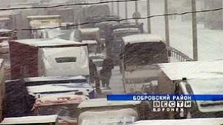 Снегопад вновь добавил водителям неприятностей