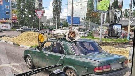 Воронежцев испугал мертвец в мешке, которого везли по городу на крыше легковушки