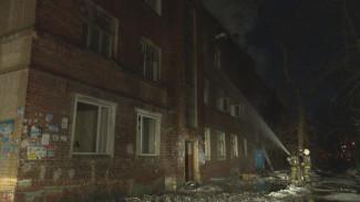 Причиной крупного пожара в заброшенном здании в Воронеже мог стать поджог
