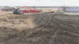 Прокуроры рассказали, почему улицу в воронежском селе затопило навозом