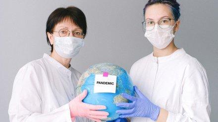 ВОЗ сообщила о рекордном приросте заболевших COVID-19 в мире за неделю