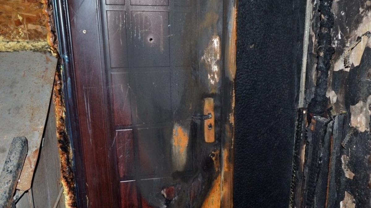 Дверь подожгли картинки