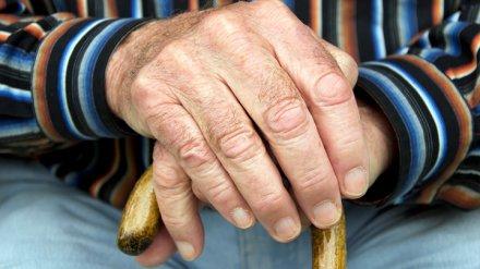 В Воронеже сотрудники СОБР спасли пожилого горожанина, потерявшего сознание на улице