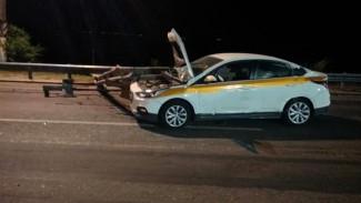 Под Воронежем в ДТП с такси пострадали три человека