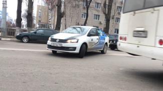 Машина фотоконтроля платных парковок в Воронеже грубо нарушила ПДД