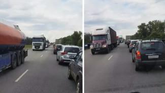 Пробка у Лосево на трассе М-4 «Дон» в Воронежской области превысила 30 км