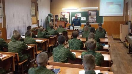 Учащихся воронежского кадетского корпуса распустили по домам