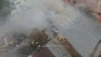 Спасателям пришлось разобрать крышу на вспыхнувшем воронежском хлебозаводе