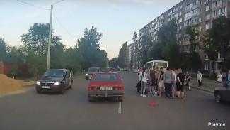 В Воронеже скутерист попал под колёса пассажирского автобуса