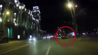 Полиция ищет водителя, который протаранил несколько авто в центре Воронежа и скрылся
