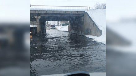 В Воронеже дорога ушла под воду из-за засора в канализации
