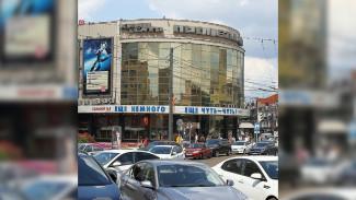 Очередная ободряющая надпись появилась на фасаде закрытого воронежского кинотеатра