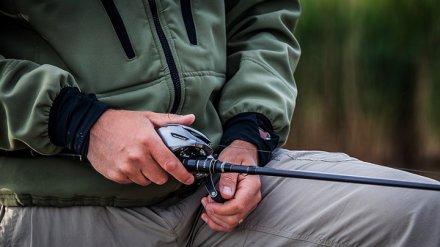 В Воронежской области мужчина после неудачной рыбалки напал на охранника пруда