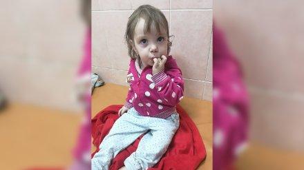 Брошенная на улице 1,5-годовалая девочка третьи сутки находится в воронежской больнице