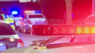 При пересечении улицы воронежец попал под колёса двух автомобилей