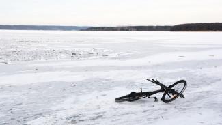 В Воронеже двое велосипедистов провалились под лёд водохранилища
