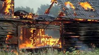 Бутурлиновские  пожарные даже не пытались тушить пылающий склад хранения ядохимикатов