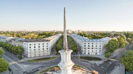 Со «сталинки» в центре Воронежа исчез деревянный шпиль