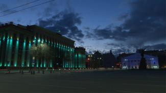 Здания Воронежа засияли синими огнями