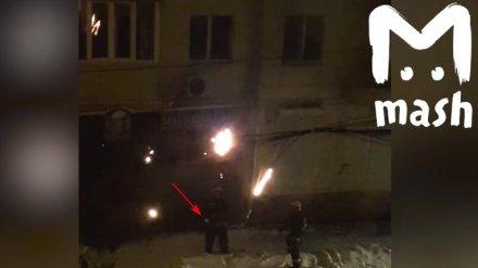 «Изящно и забавно». В МЧС похвалили воронежских спасателей, потушивших пожар снежками