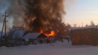 Крупный пожар в центре воронежского села унёс жизнь мужчины
