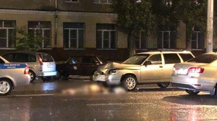 В Воронеже перебегавший дорогу пешеход попал под две машины