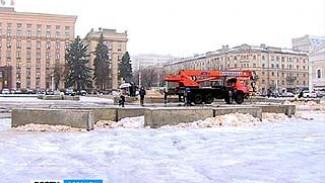 Главную площадь Воронежа начали готовить к новогодним праздникам