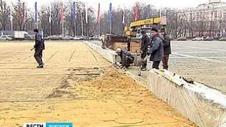 В Воронеже на площади Ленина строители начали монтировать ледовые катки