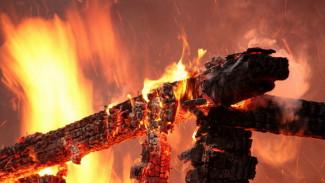 Погибшую при пожаре в Воронежской области пенсионерку пытались спасти муж и сын