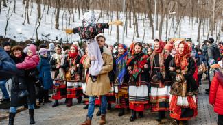 На Масленице в Воронеже приз за лучший костюм получила 7-летняя девочка
