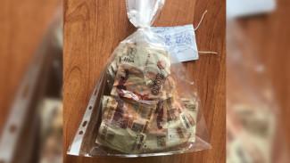 Пойманный в Воронеже фальшивомонетчик попытался выкинуть поддельные купюры в канализацию
