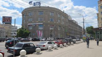 В Воронеже обвиняемая в обмане 8 подчинённых экс-директор книжного магазина сбежала от суда