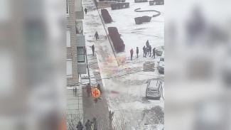 У подъезда воронежской многоэтажки нашли тело мужчины