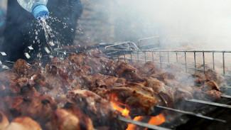 Жительница Воронежа решила пожарить шашлыки на балконе и едва не спалила многоэтажку