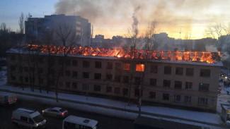 В Воронеже после крупного пожара снесли заброшенную трёхэтажку