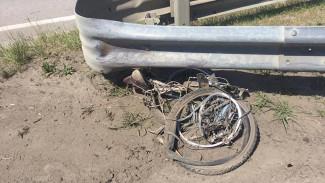 В Воронеже кроссовер сбил отца и сына на велосипедах: один из них погиб
