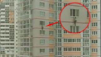 Очевидец: в Воронеже подростки устроили опасное развлечение на высоте 7 этажа