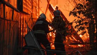 В посёлке под Воронежем сгорели более 20 рыбацких домиков