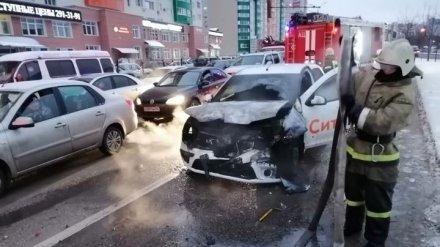 Воронежская полиция до сих пор ищет сбежавшего с места массового ДТП таксиста