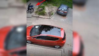 Видеокамеры записали дерзкое нападение на воронежца в центре города