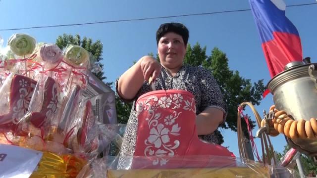 В Воронежской области на «Празднике сапога» съели всю сладкую обувь